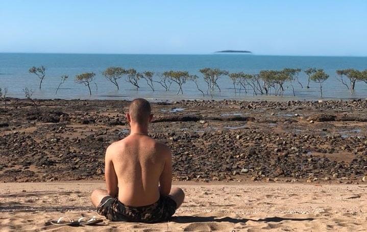 lucas-meditation-voyage-plage